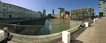 Mittagspause Living Bridge Medienhafen Düsseldorf