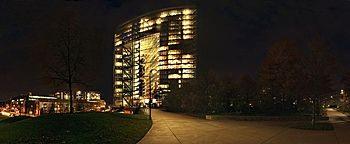 Stadttor Nacht Düsseldorf