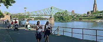 Eiserner Steg bei Tag Frankfurt