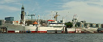 Blick auf Hamburger Hafen  Hamburg