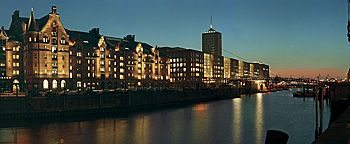 Speicherstadt bei Nacht HafenCity Hamburg